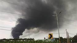 塑膠水管引大火 黑煙十幾公里外可見