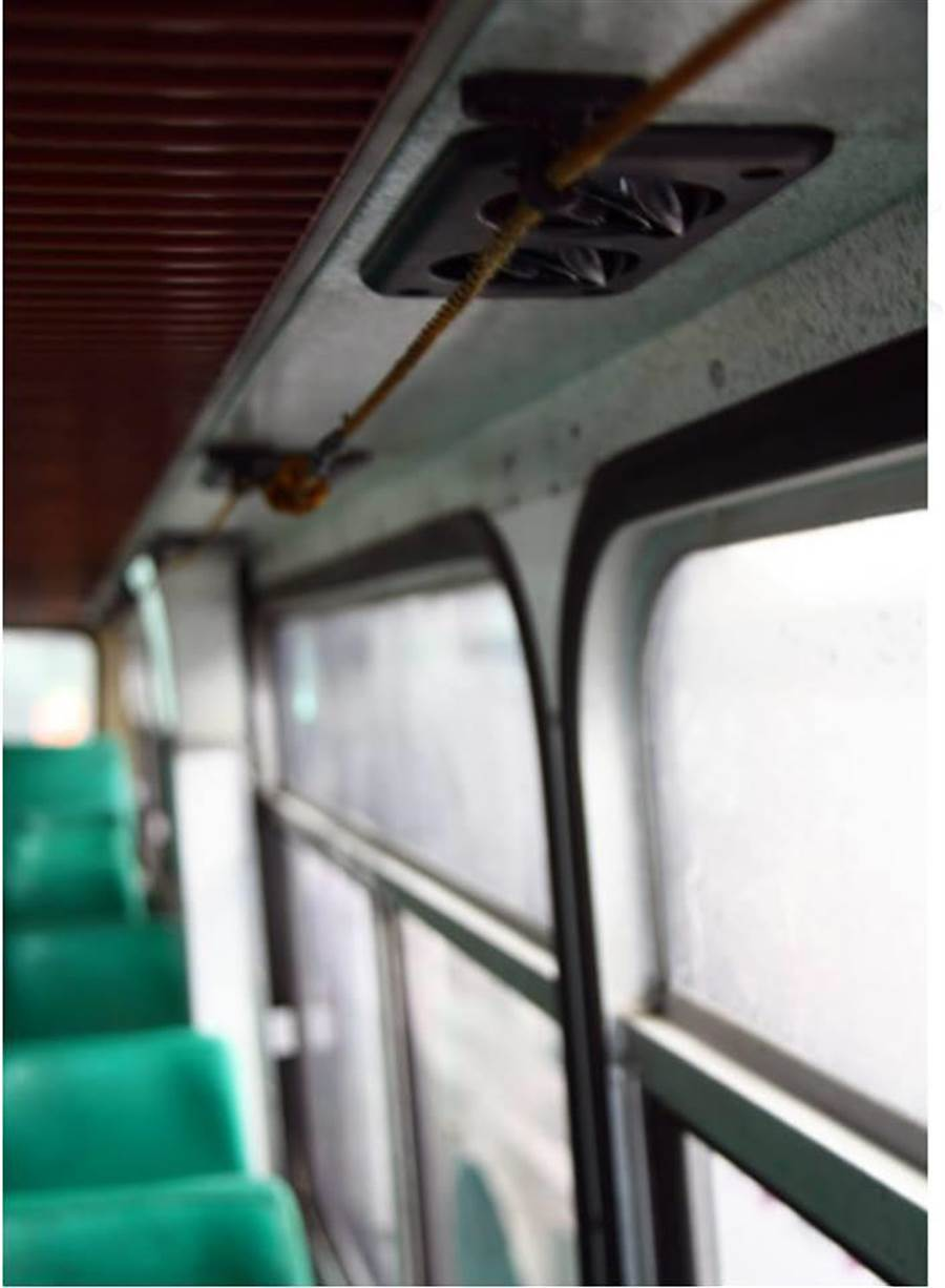 之前一名網友貼出「古早公車拉鈴」引起討論。(圖/翻攝自爆廢公社公開版)