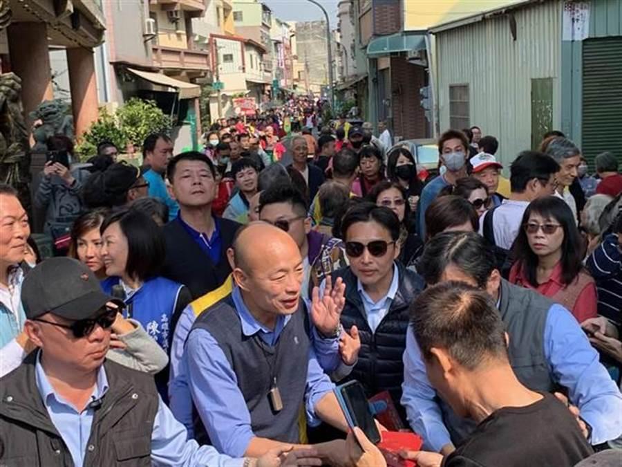 高雄市長韓國瑜所到之處,都受到人民熱烈歡迎。(圖/本報資料照)