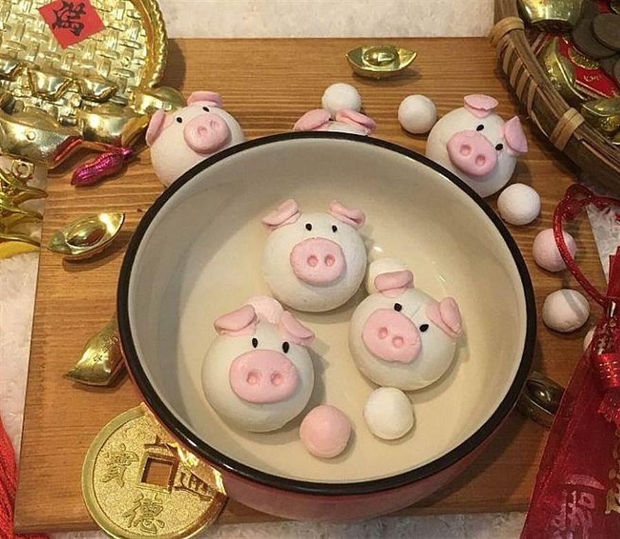 手作體驗 -「豬事大吉小豬湯圓」圓圓滾滾鬧元宵。(誠品提供)