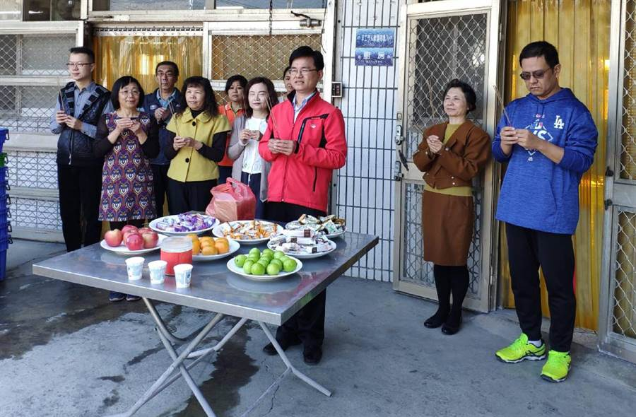 溪陽國中的自辦廚房舉辦開工儀式。(鐘武達攝)