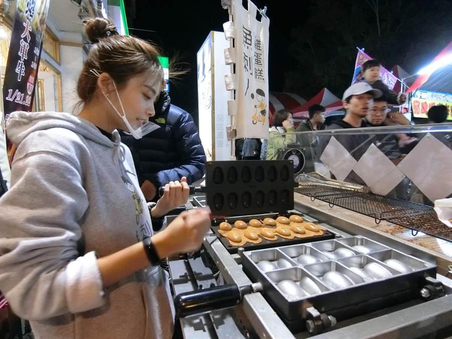 「魚刺人雞蛋糕」有老闆飲水思源的熱心,客人吃了也很「糕」興!(盧金足攝)