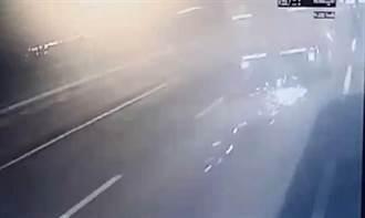 影》統聯客運遭煞車鼓擊中 司機臉掛彩急停國道路肩