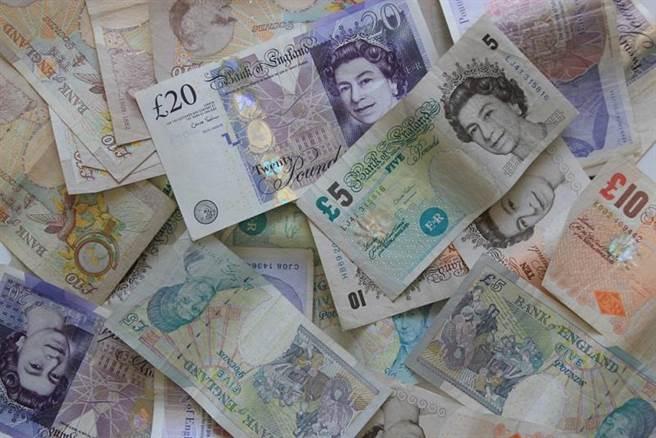 北愛爾蘭一名54歲婦女中了樂透1.1億元大獎後,拿一半獎金英磅與50名親友分享,自己只開二手車。(示意圖/Shutterstock )