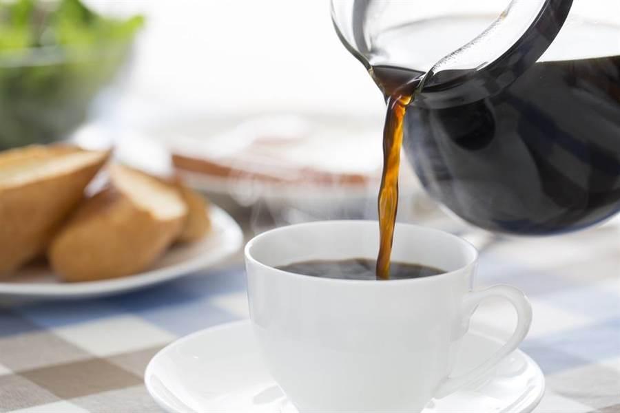 早餐前30分鐘喝一杯黑咖啡,既能有效地控制食慾,只吃以往食量的75%就有飽足感,這才是最好的早餐減肥秘招。(達志影像/shutterstock)