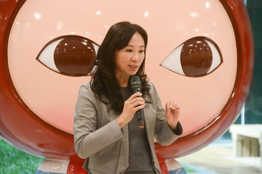 圖為高雄市長夫人李佳芬日前參加高雄長庚醫院「心療癒藝術饗宴」,關心癌症治療議題。(資料照片 林宏聰攝)