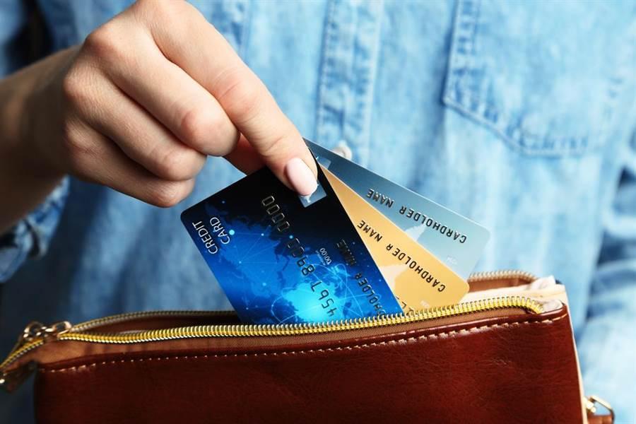 專家分析2019信用卡海外消費回饋最優惠3張。(圖/達志影像)