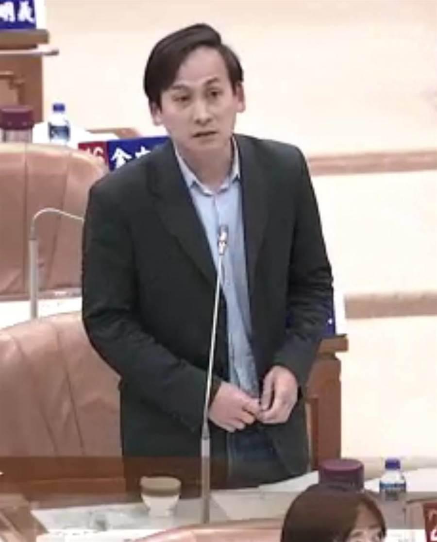 新北市議員葉元之在臉書表示,王自比新郎,但他要提醒大家,4年前朱立倫換柱參選,是上刀山,不是上花轎。(葉書宏翻攝)