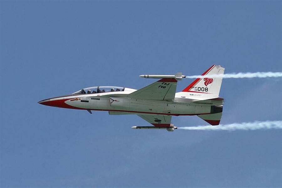 T-50是洛馬與KAI合製的超音速噴射教練機。(圖/韓國空軍)