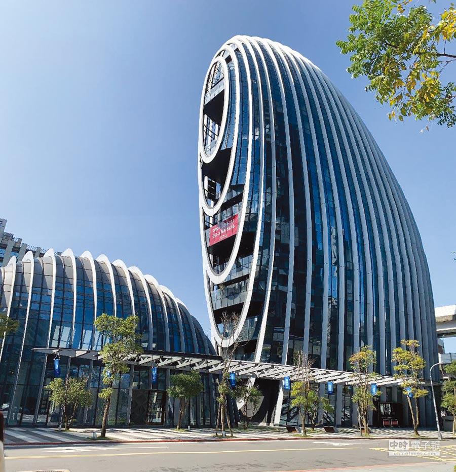 台北市辦公大樓正面臨「大缺貨」之際,南港地標辦公大樓「砳建築」以每坪1,900元租金、全棟23.5億元,對外分層招租、或整棟求售。圖文/蔡惠芳