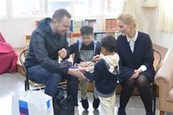 外配棄養兒「歐巴馬」丹麥找到溫暖家 寄養父母不捨