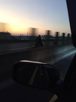 影》警察攔不住!男癲癇國道一路逆向狂飆60里 造成4起事故