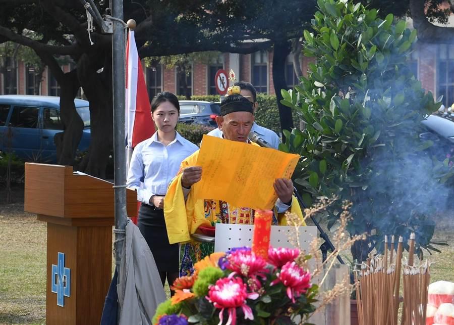 中鋼設備處的員工謝英賢是專業的道士人才,首度在中鋼新春祈福活動中亮相。(圖/中鋼提供)