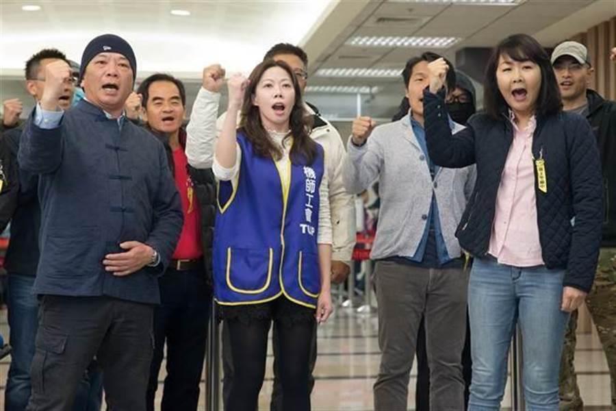 部分參與罷工的華航機師認為,應該見好就收,傳已有90位華航機師取回檢定證,退出罷工行列。(中時資料照)