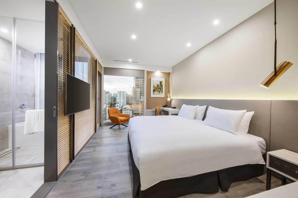 房内空间宽敞,提供旅客舒适入住体验。(图片提供/美仑商旅)