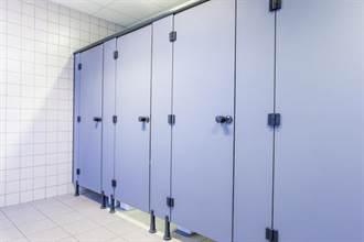 為何公廁門縫這麼大 原來有隱藏功能