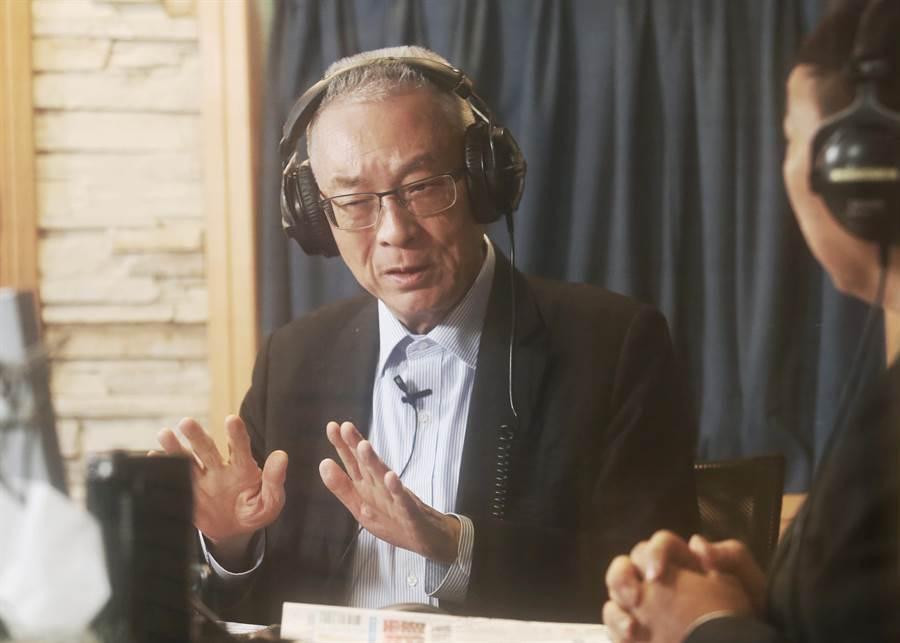 國民黨主席吳敦義14日接受電台節目飛碟早餐主持人唐湘龍的專訪,對於是否參與2020總統大選,吳表示他不是「考慮」的問題,而是「決斷」的問題。(姚志平攝)