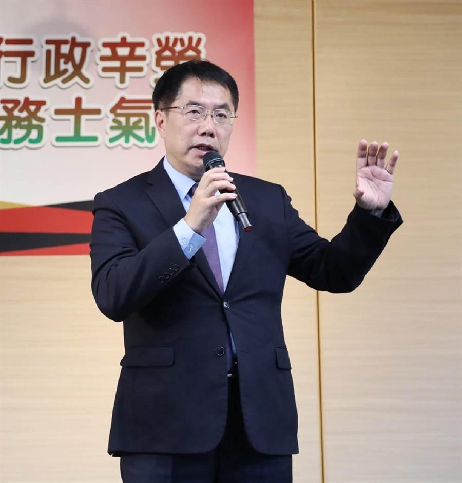黃偉哲今早接受電台專訪,提到立委補選強調絕不能輸。(曹婷婷攝)
