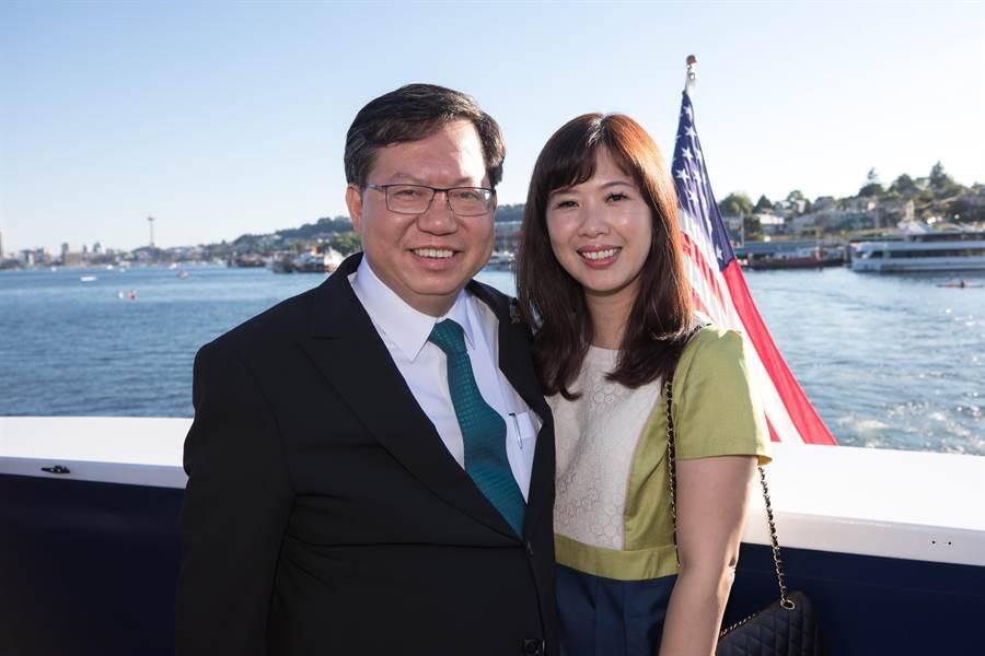 桃園市長鄭文燦與夫人林俞汝感情相當好。(甘嘉雯翻攝)