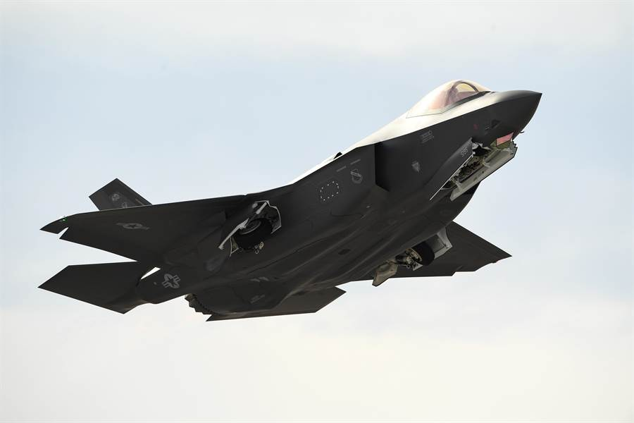 一架F-35A戰機2019年2月1日從內華達州奈里斯空軍基地(Nellis Air Force Base)起飛的畫面。(美國空軍)