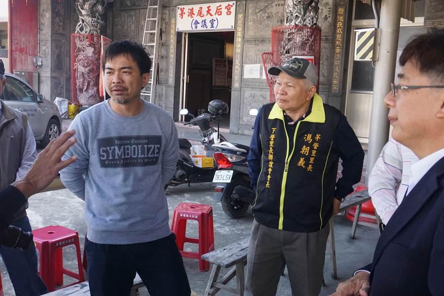 馮家二兒子(右三)表示,現在希望先把家園重建,然後盡快站起來,未來希望有機會也能幫助別人。(李其樺攝)