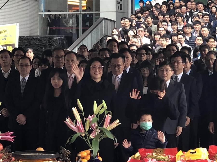 裕隆集團執行長嚴陳莉蓮攜子女一同出席集團新春團拜。圖/陳信榮