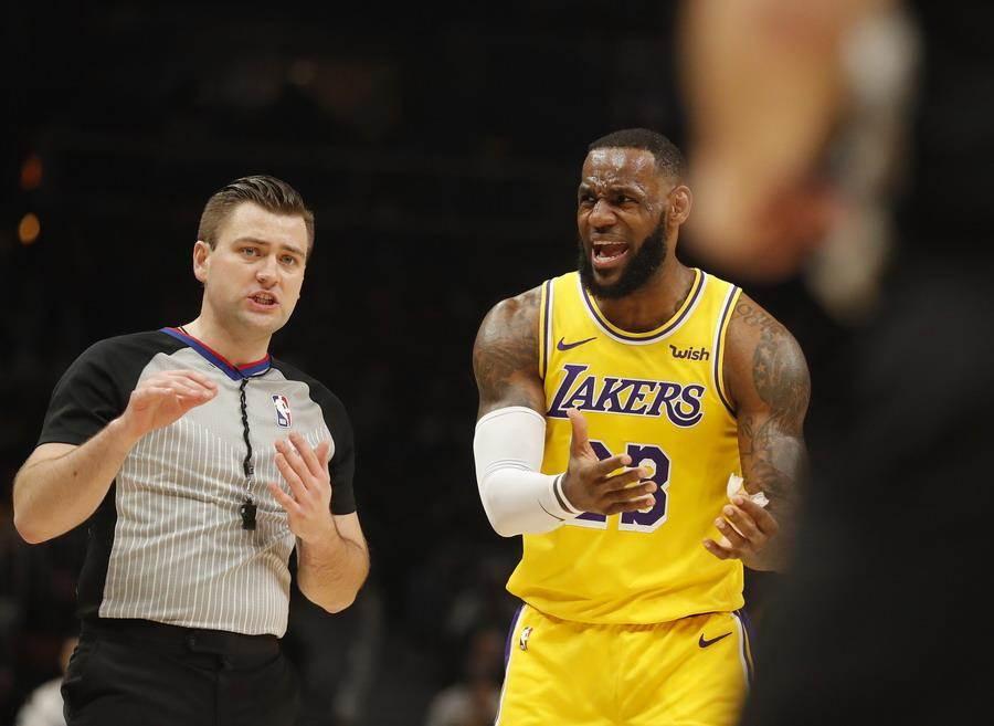 不知道詹姆斯看到湖人這麼低的晉級季後賽機率作何感想。(美聯社)