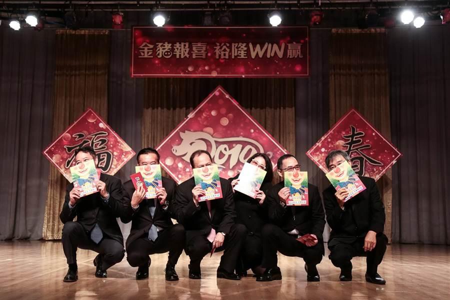裕隆執行長嚴陳莉蓮(右三)今率集團高層舉行新春團拜。(裕隆提供)