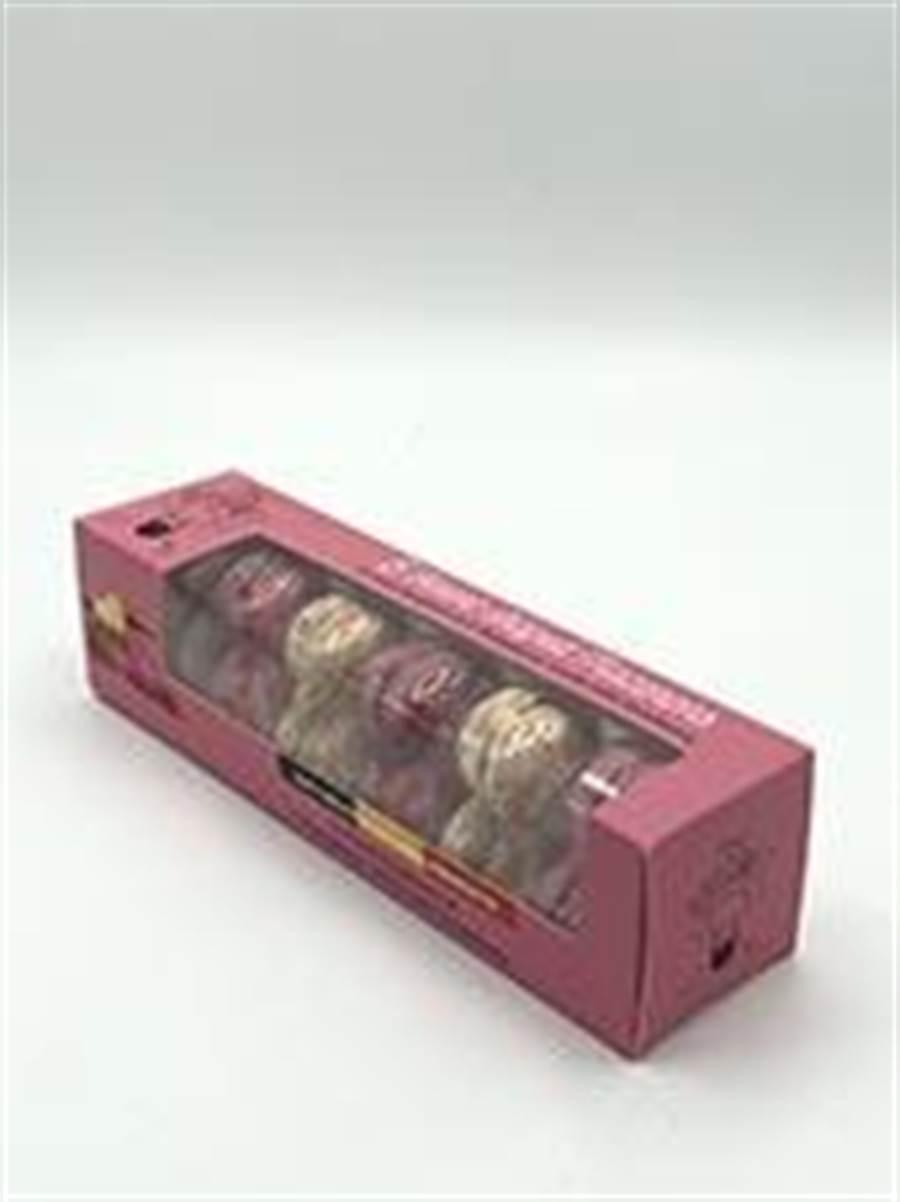 家樂福比利時心型冷凍馬卡龍90克、160元,全台限量1000盒。(家樂福提供)
