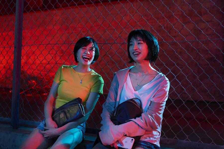 本片由藍絲帶影后門脇麥(右)領銜主演,與吉田志織飾演的吉娃娃關係亦敵亦友。(采昌國際多媒體提供)