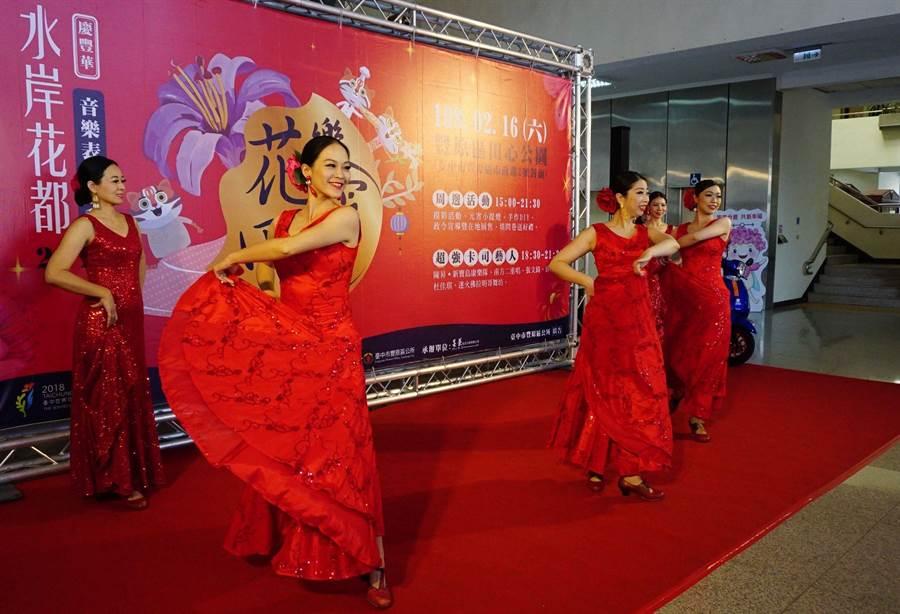 迷火佛拉明哥舞坊帶來熱情的開場舞蹈。(王文吉攝)