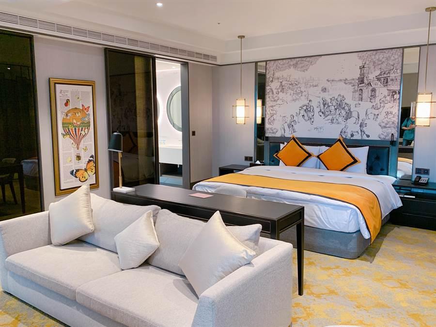 「凱撒套房」20坪寬敞空間,佐以亮色系裝飾充滿摩登現代感。(徐力剛攝)