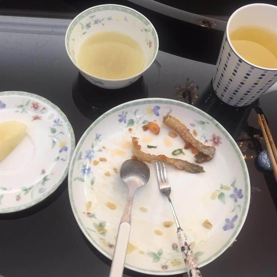 大份量的情人節早餐,鄭文燦吃光光,有圖為證。(圖/翻攝鄭文燦臉書)