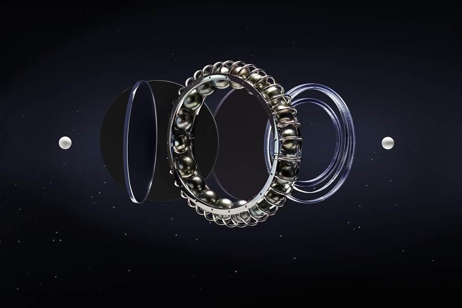卡地亞GalaxiesdeCartier珠寶的Lunes手環,可自轉的珍珠如排列整齊的星系,43萬3000元。(Cartier提供)