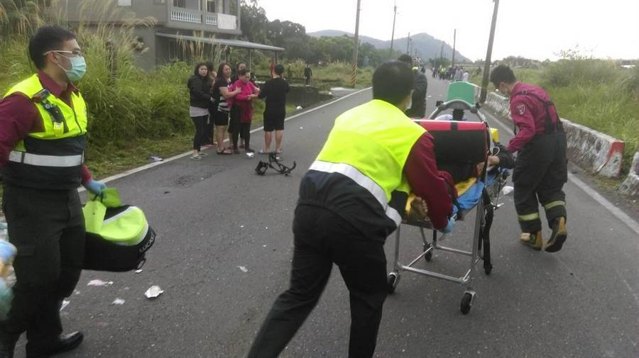 宜蘭縣南澳鄉14日下午發生嚴重機車事故,造成2死2傷。(胡健森翻攝)