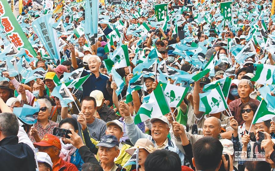 喜樂島聯盟去年10月舉行「1020全民公投反併吞」活動。(本報資料照片)