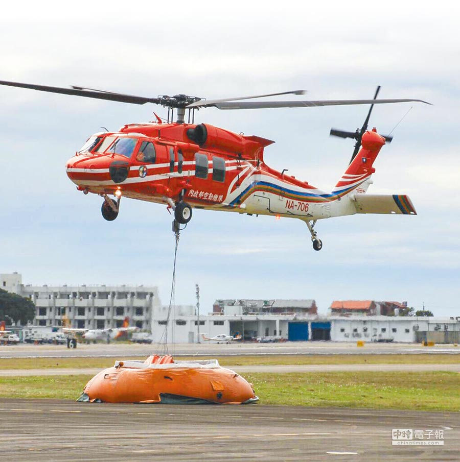圖為失事的黑鷹直升機。(空勤提供)