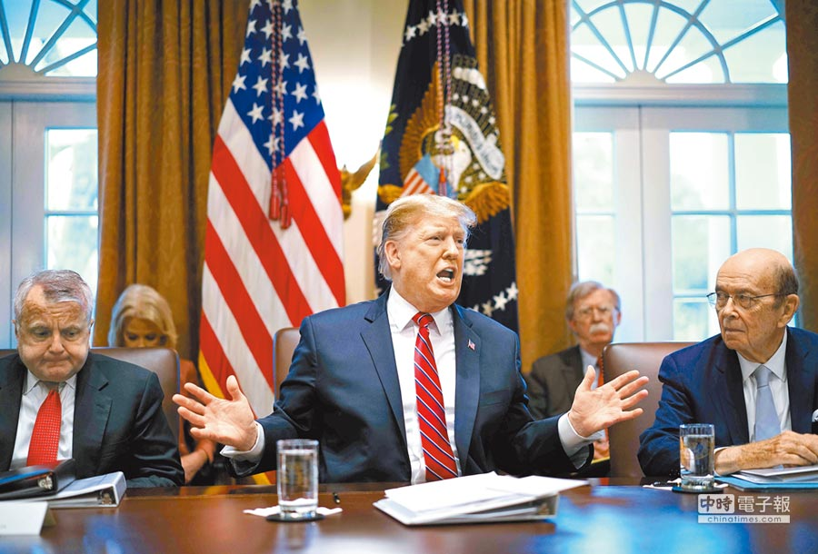 陸美高級別貿易磋商今登場。川普首度公開表態,若雙方談判「接近達成協議」,會考慮延長貿易戰原定3月1日「停火」期限。(法新社)
