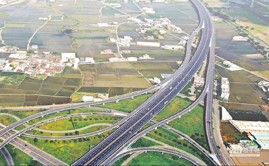 彰化交流道特定區交通便捷,但近七成土地都畫為農業區,阻礙開發,縣府已研擬委外,啟動重新劃定都市計畫。(吳敏菁翻攝)