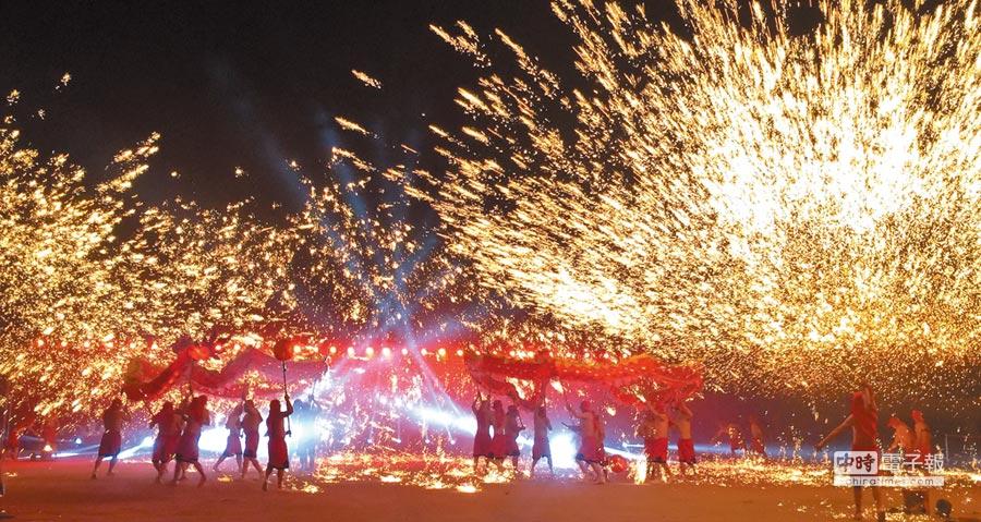 南投燈會最吸睛的銅梁火龍,即將陸續登場演出。(廖志晃攝)