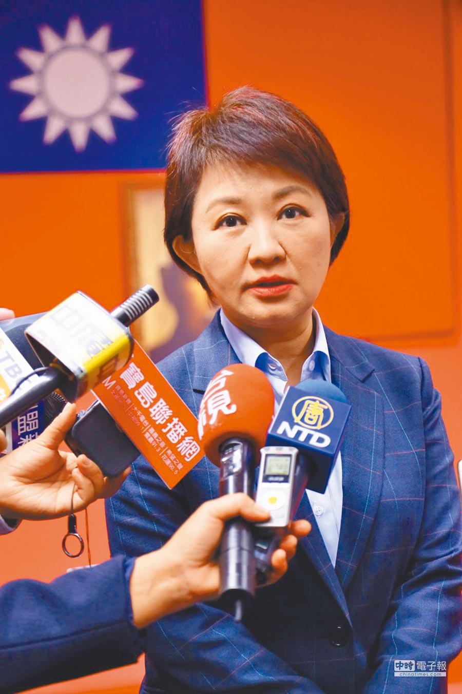 台中市長盧秀燕承諾,今年一定恢復老人健保補助,並視財源籌措提早上路。(盧金足攝)