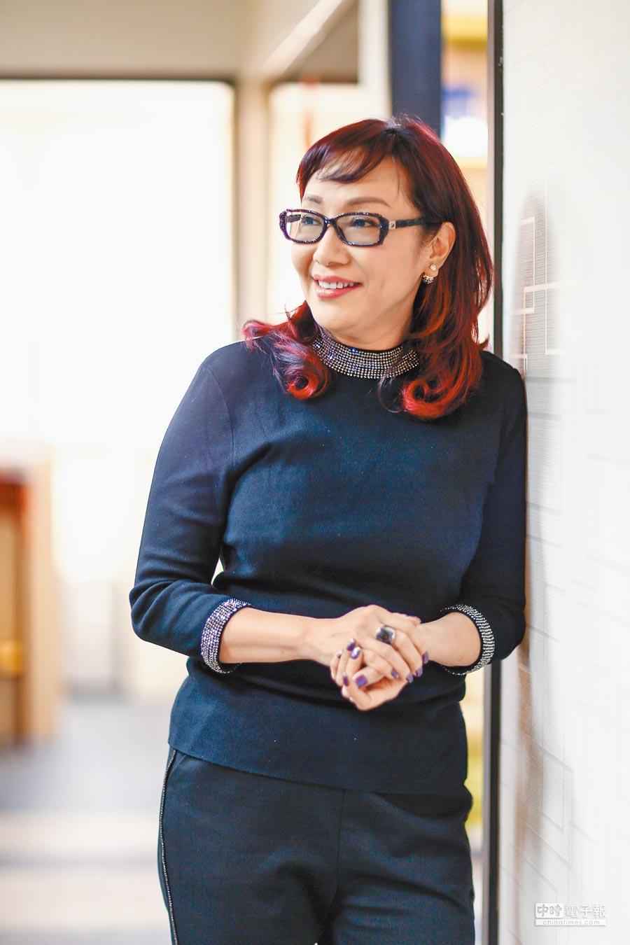 闊別演藝圈近30年的藝人鄭亞雲,成了商界女強人,接受本報專訪談兩岸圓夢計畫。(鄧博仁攝)