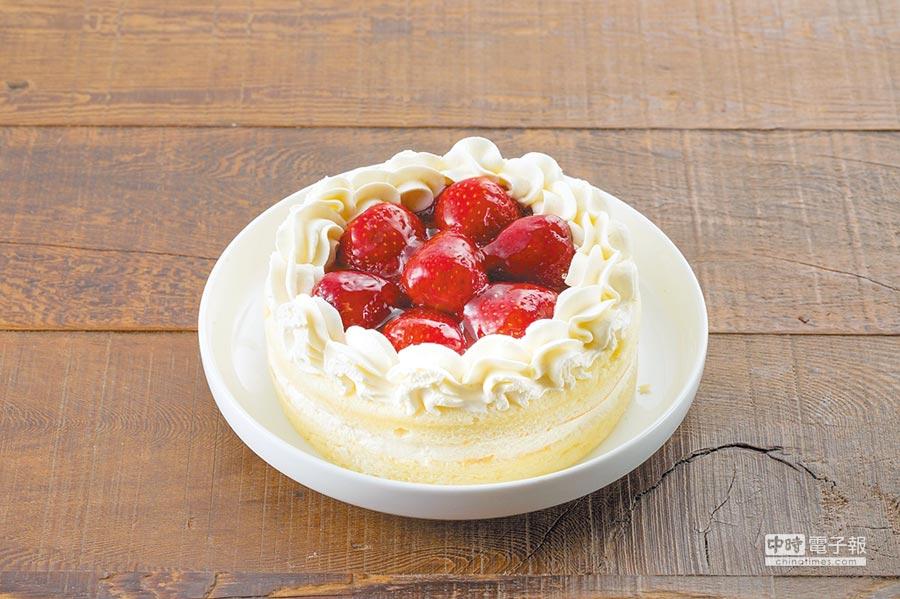 全聯We Sweet「草莓卡士達蛋糕」,卡士達餡搭配當季草莓,每盒250g、129元。(全聯提供)
