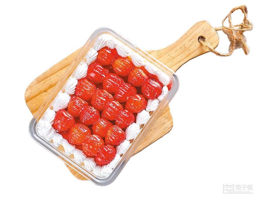 家樂福草莓千層蛋糕,14日原價160元、特價99元。(家樂福提供)