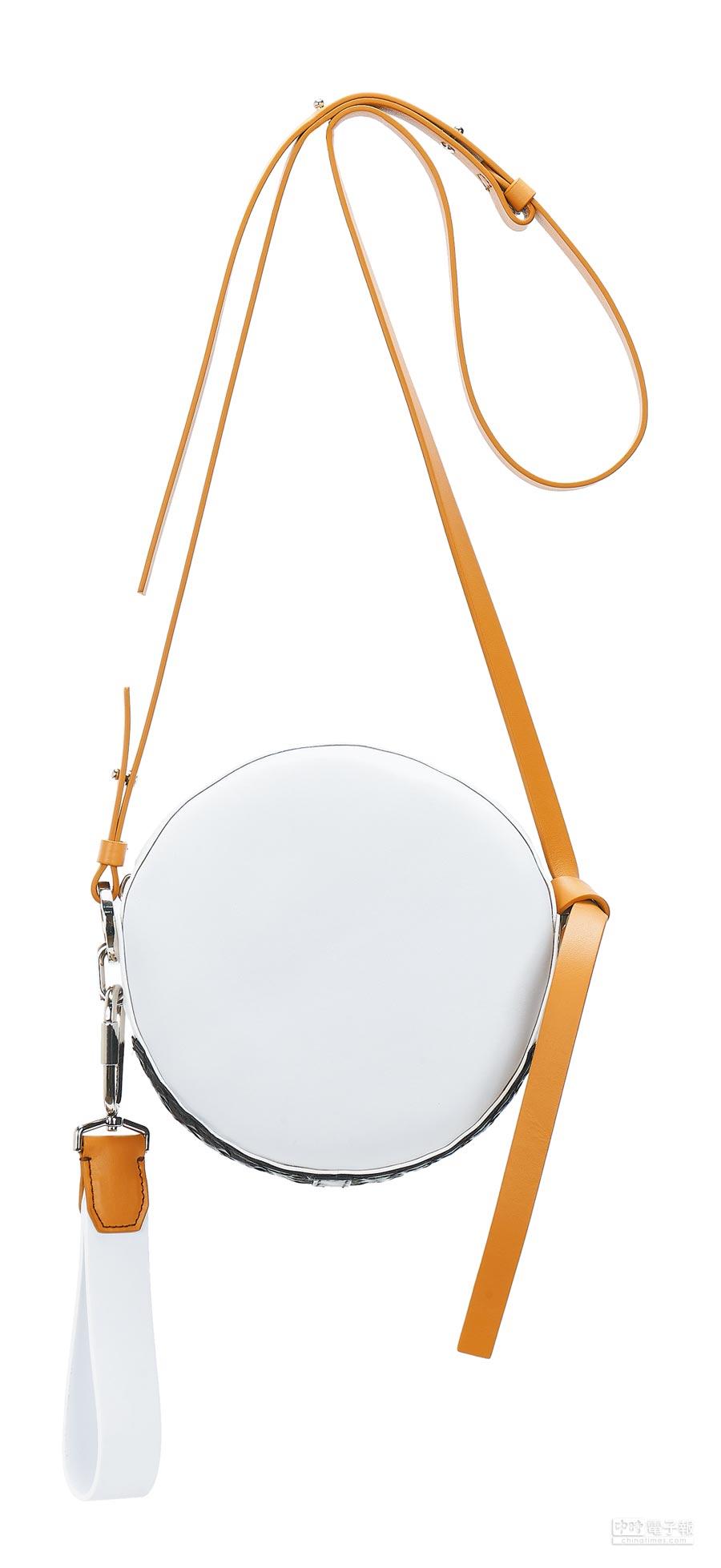SPORTMAX圓型背包,3萬4100元。(SPORTMAX提供)