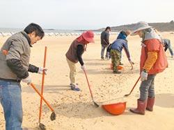 重油汙染金門海灘 船型堡也淪陷