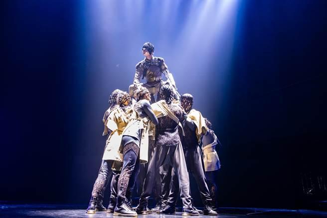 林俊傑這次演唱會充滿驚喜,除了舞台、燈光、音效再「進階」,就連服裝也相當用心準備。