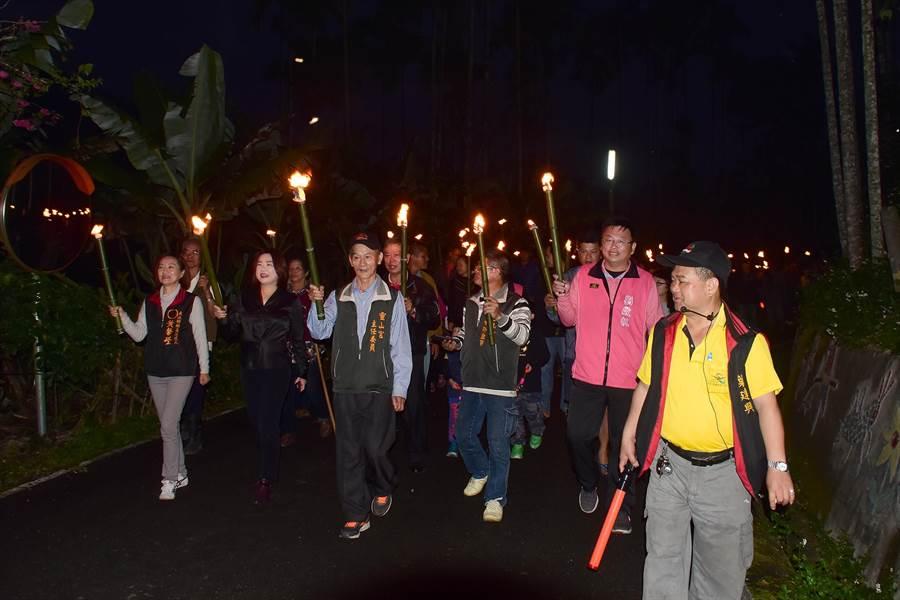 仙楂腳聚落的元宵「火把繞庄」,已在日月潭地區逐漸打開知名度。(本報資料照片/沈揮勝攝)