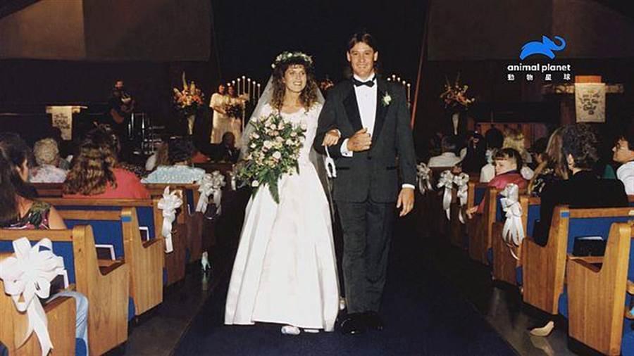 史帝夫和泰瑞兩人一見鍾情,認識八個月便果斷閃婚!(動物星球頻道提供)