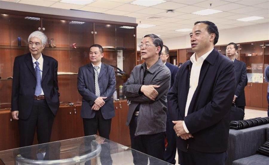 雲南省台辦主任張朝德率隊,參訪高雄義守大學。(照片由主辦單位提供)